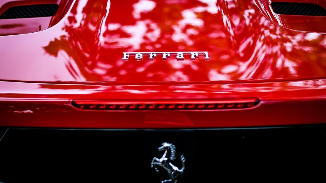 Subastan (nuevamente) un viejo Ferrari F430 que perteneció a Trump