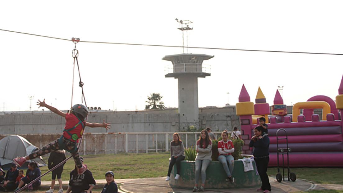 """""""Luchando por ellas"""": El inusual gesto de un grupo de mujeres para alegrar a las reclusas de una prisión mexicana por el Día de Reyes"""