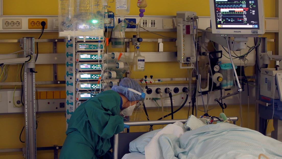 Tratan con un medicamento de último recurso a una mujer en coma por covid-19 y se recupera
