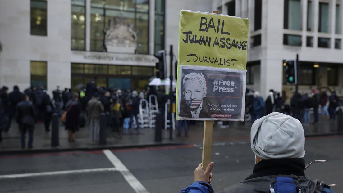 Comienza la audiencia que podría poner en libertad bajo fianza a Assange tras más de ocho años de asilo y cárcel