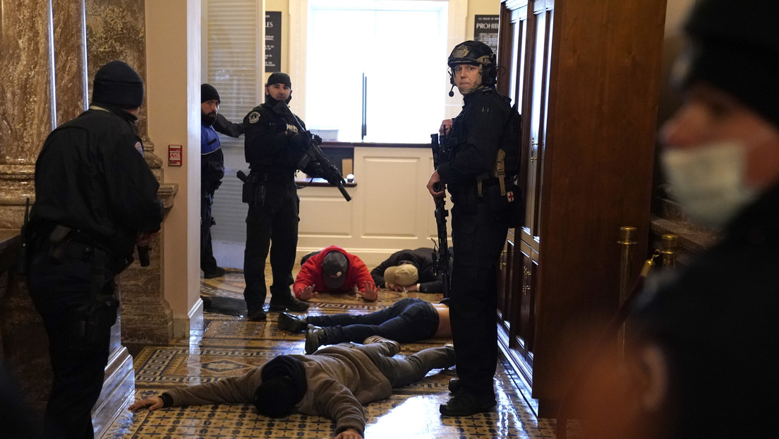 Fallece la mujer que recibió una bala en el Capitolio durante los disturbios en EE.UU.