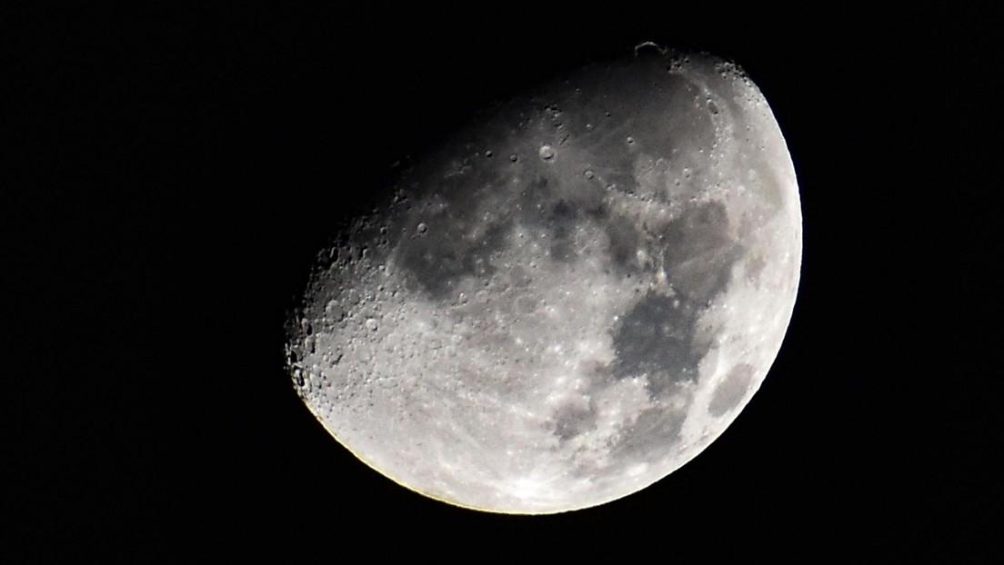 Una sesión de fotos de la Luna revela cómo 'se tambalea' en el cielo durante cada órbita (VIDEO)