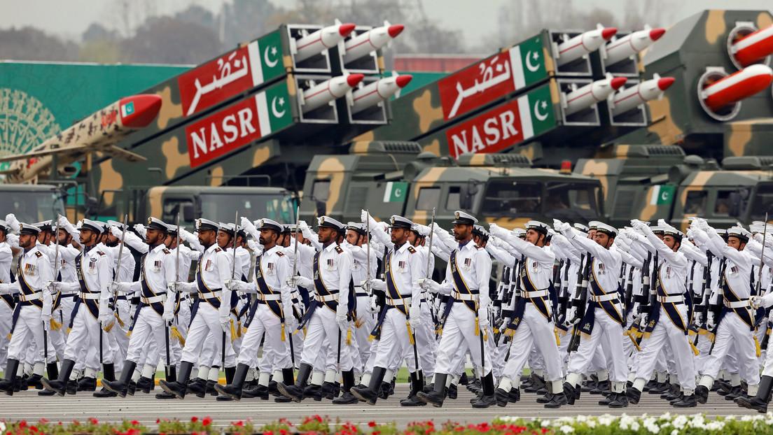 Pakistán prueba con éxito su propio sistema lanzacohetes (VIDEO)