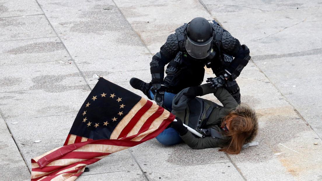 La Policía desmiente los reportes que dieron por muerto a un oficial herido en el Capitolio