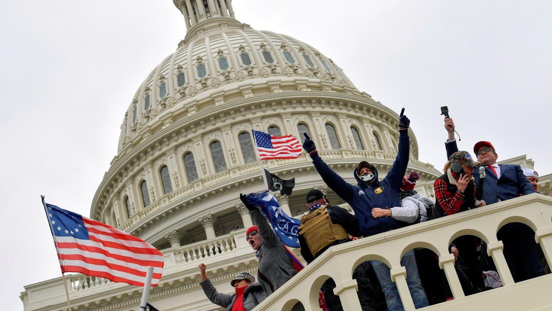 """""""Trump, La Serpiente"""", """"¡Qué día tan loco!"""": rostros de la TV nocturna de EE.UU. denuncian el asalto al Capitolio"""