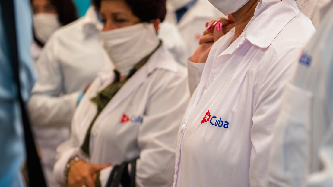 """""""No tenemos los especialistas que se requieren"""": Ciudad de México recibirá a 200 médicos cubanos para combatir la pandemia"""