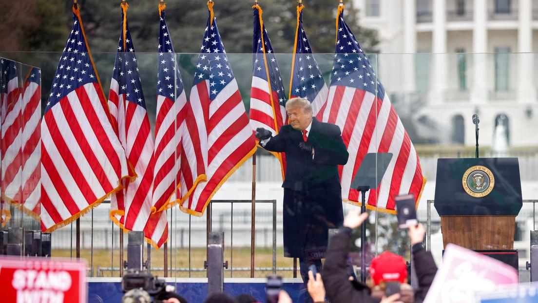 """Una universidad le revoca el título honorario a Trump tras el """"violento asalto a los cimientos"""" de la democracia"""