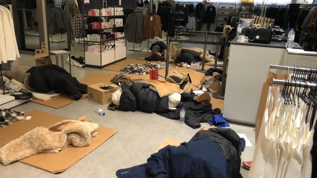 La histórica nevada en España mantiene atrapadas desde el viernes a casi cien personas en un centro comercial de Madrid (FOTOS)