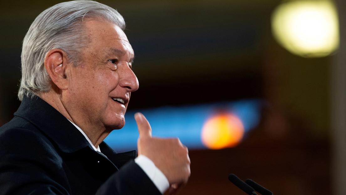 VIDEO: López Obrador es recibido con vítores y aplausos al abordar un vuelo comercial