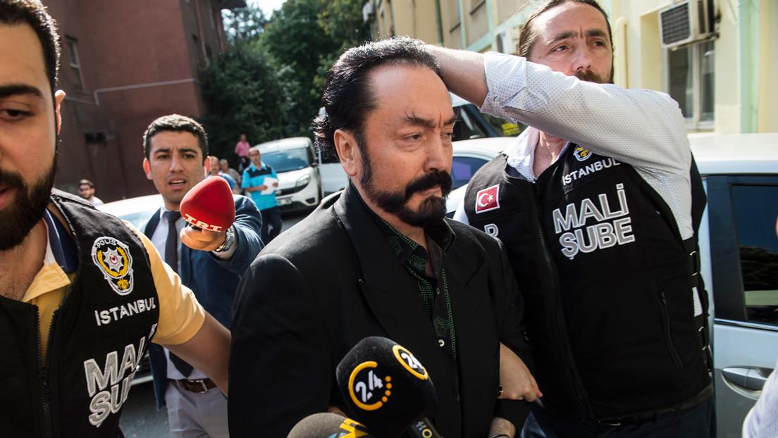 Condenan a más de 1.000 años de prisión al líder de una secta en Turquía por abuso sexual de menores y torturas