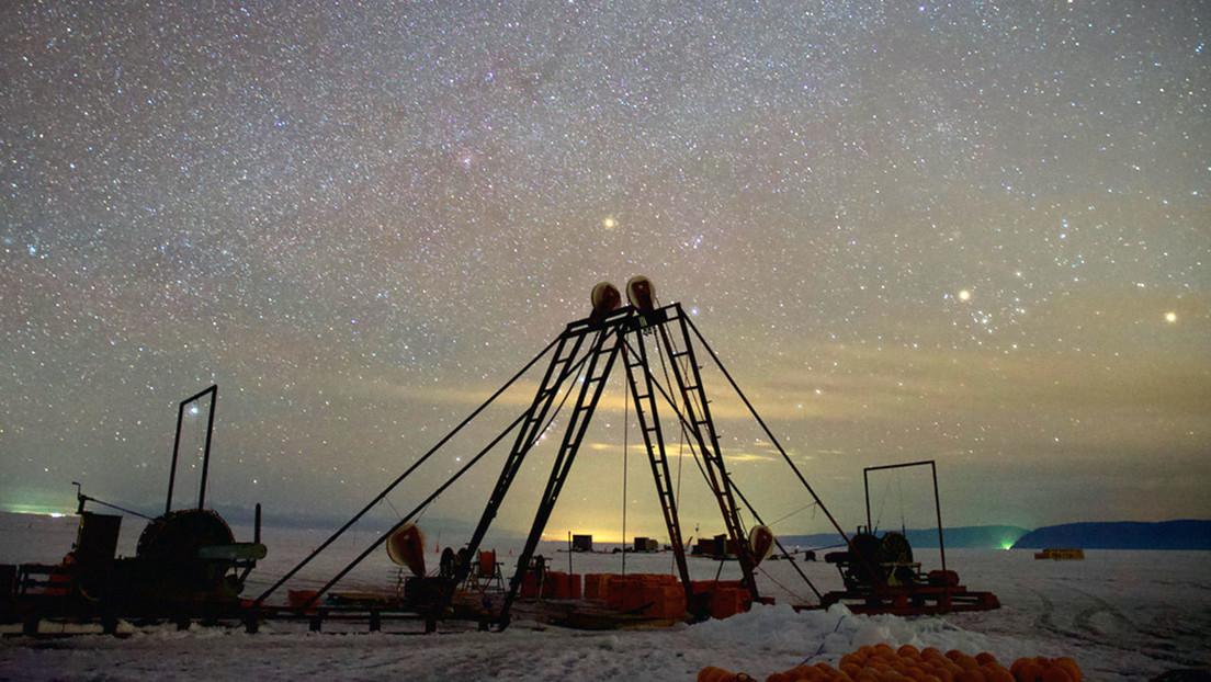Un gran observatorio de neutrinos comenzará a funcionar en 2021 en el fondo del lago Baikal