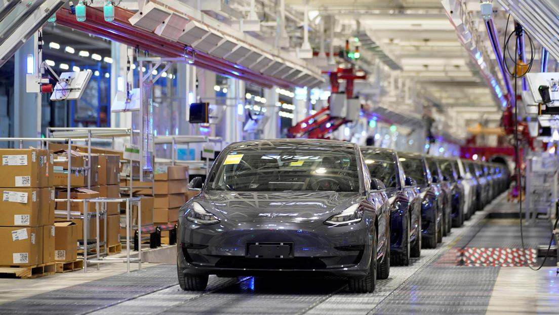 """Reportan que Tesla """"está lista para echar raíces"""" en China y busca un jefe para diseñar autos eléctricos exclusivos para el gigante asiático"""
