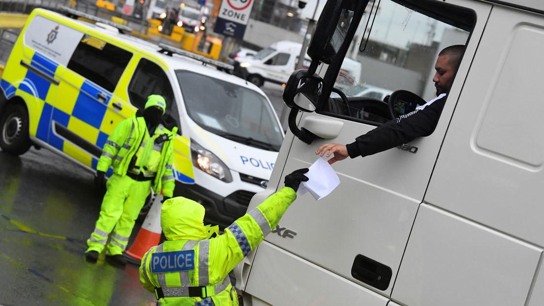 Confiscan sándwiches de jamón y otros alimentos a camioneros británicos en la frontera con Países Bajos tras el Brexit