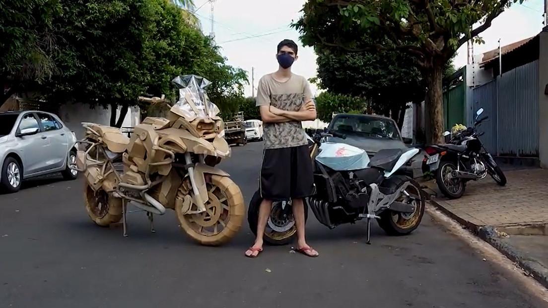VIDEO: Un joven brasileño crea increíbles réplicas de motocicletas de tamaño real con cartón