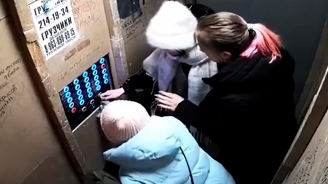 VIDEO: Un ascensor averiado se precipita al vacío con cuatro personas en su interior