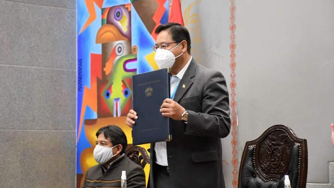 Bolivia firma un contrato para la adquisición de 5 millones de dosis de la vacuna de AstraZeneca contra el coronavirus