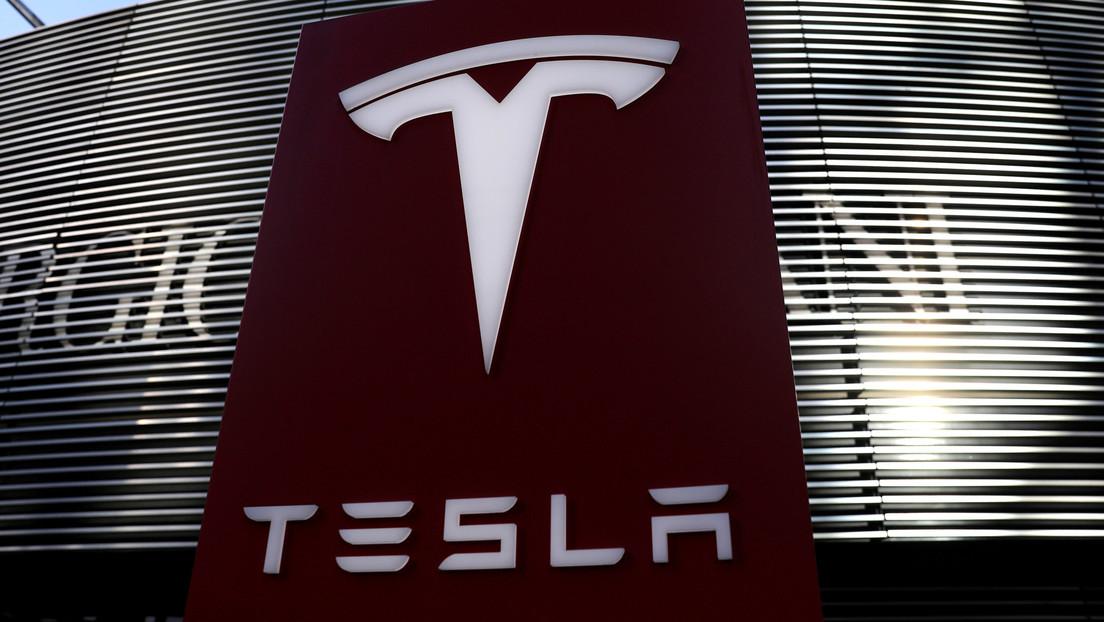 Autoridad de transporte de EE.UU. insta a Tesla a llamar a revisión a 158.000 vehículos por problemas con la pantalla táctil