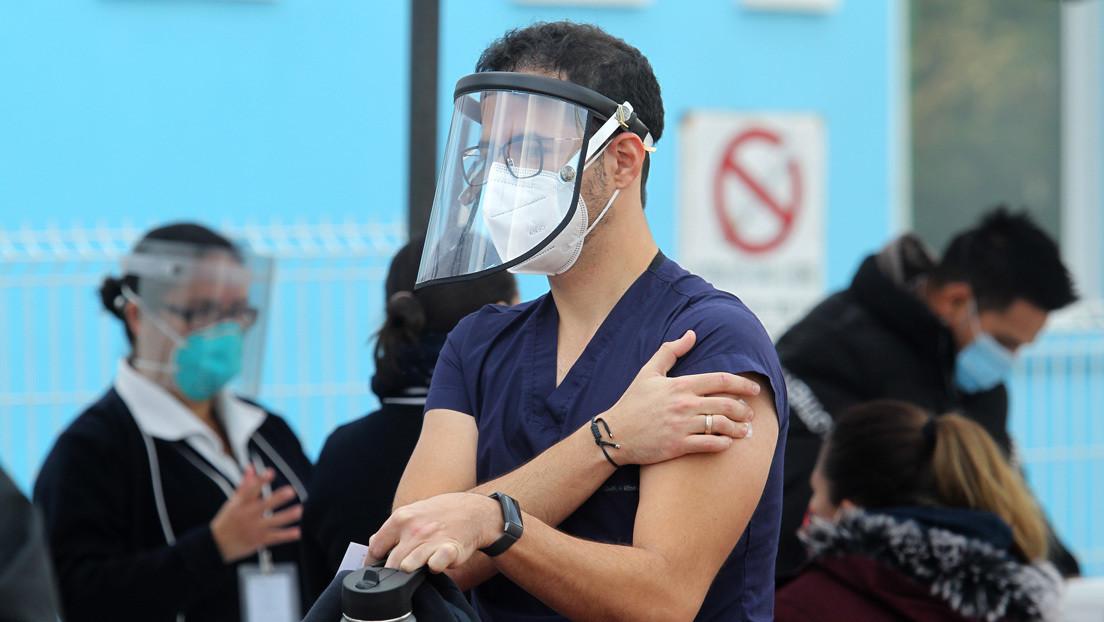 La vacunación masiva comienza en México: una luz al final del túnel en el peor momento de la pandemia