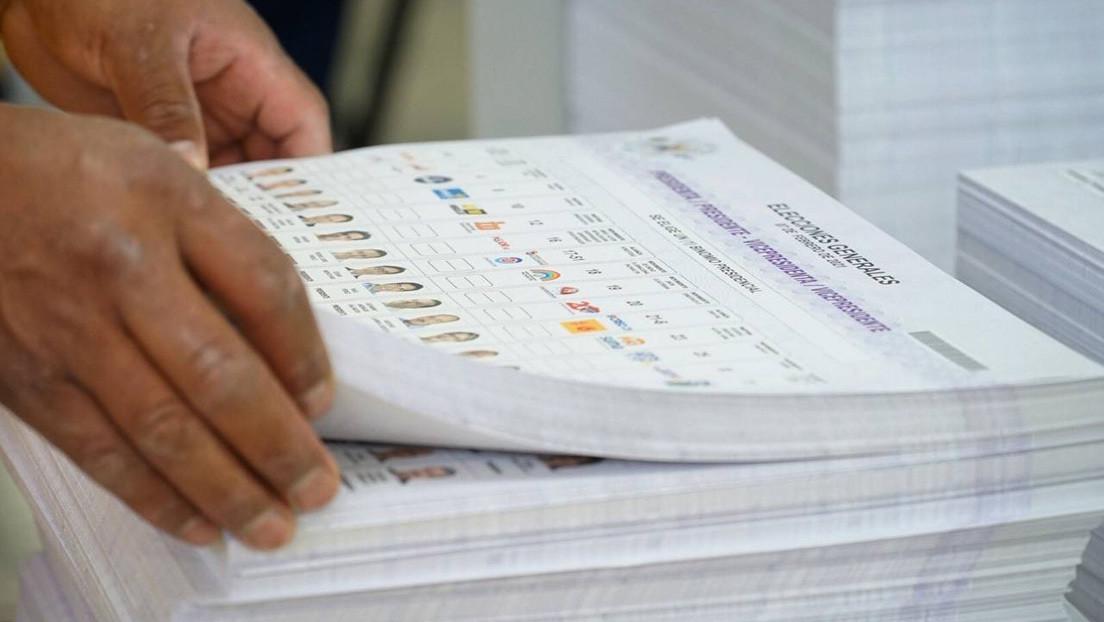 El Consejo Electoral de Ecuador imprime más de 6 millones de papeletas erróneas para las presidenciales y anuncia su destrucción