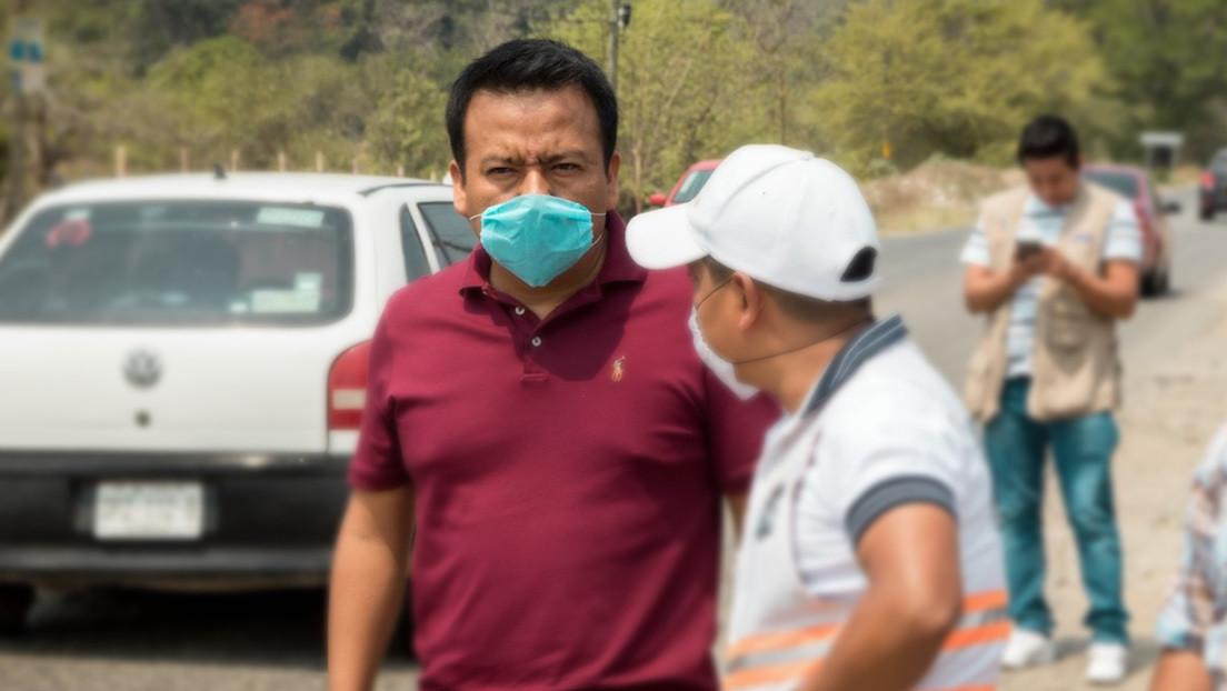 Maniatan y amarran a un árbol a un alcalde mexicano por entregar una obra en mal estado
