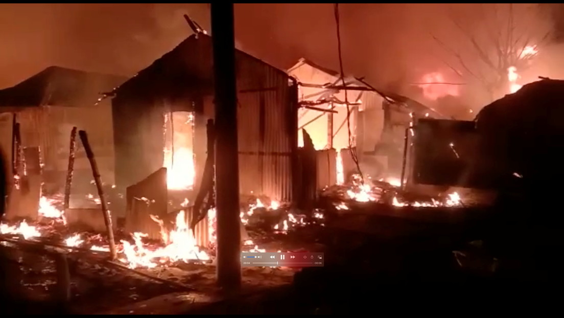 FOTOS: Miles de rohinyás quedan sin techo tras un fuerte incendio en un campamento de refugiados en Bangladés