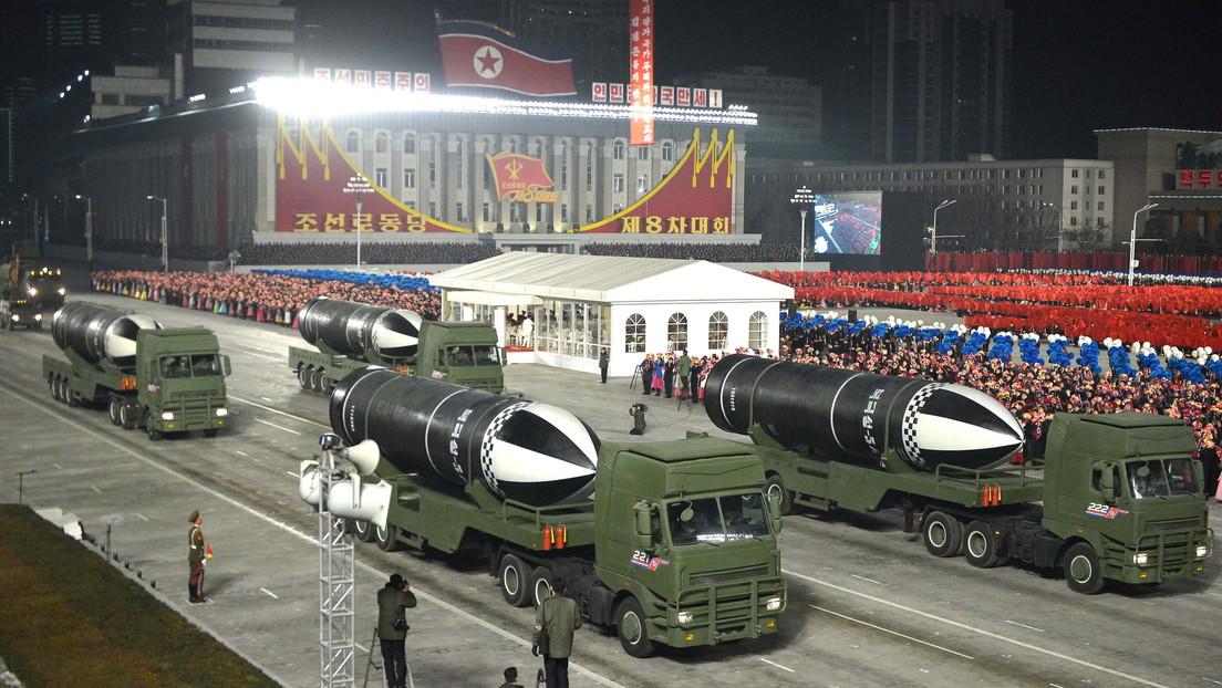 FOTOS, VIDEO: Corea del Norte muestra durante un desfile militar un nuevo misil balístico que puede ser lanzado desde submarinos