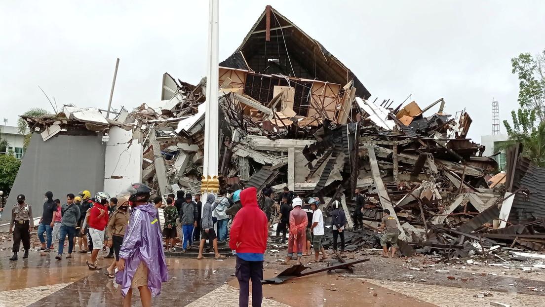 Imágenes de las destrucciones producidas por el devastador terremoto que dejó en Indonesia decenas de muertos y cientos de heridos