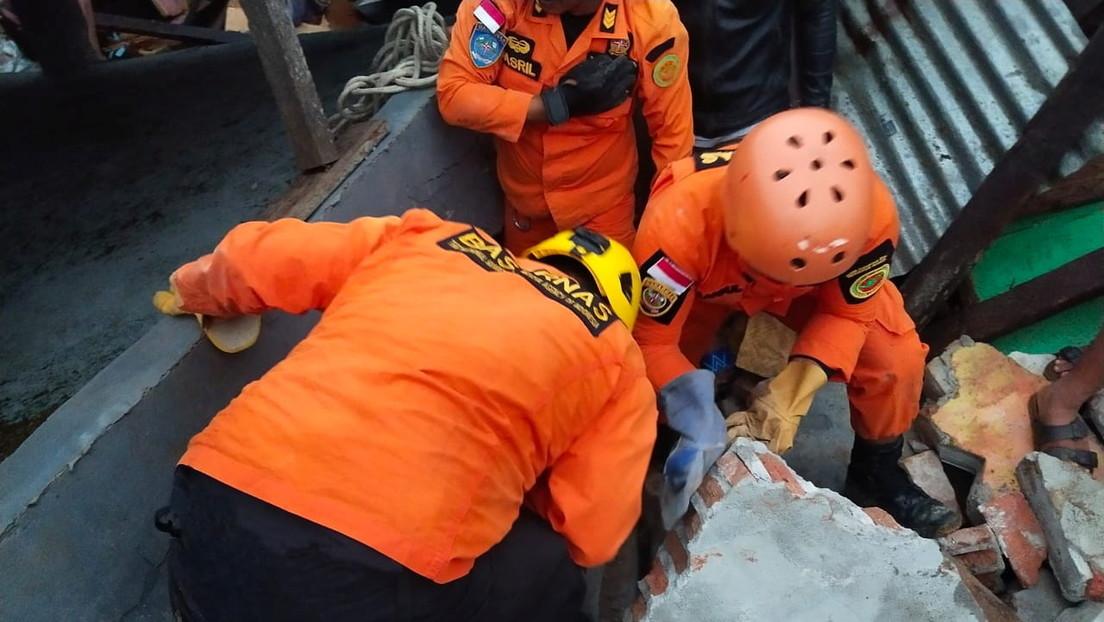 Al menos 7 muertos y cientos de heridos tras un fuerte terremoto en Indonesia