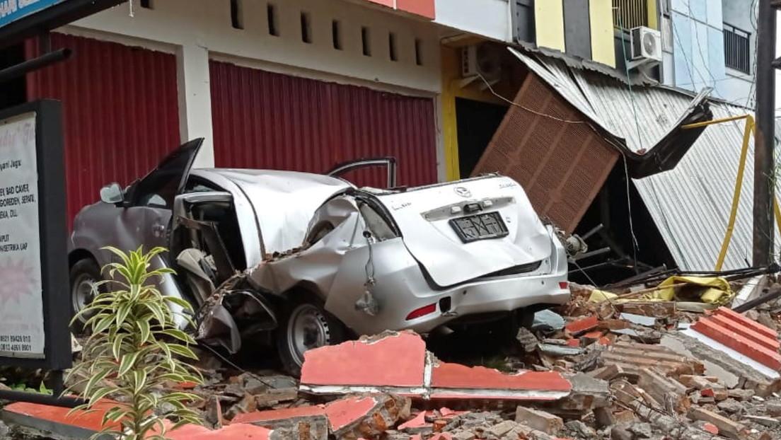 Advierten en Indonesia de fuertes réplicas tras el potente terremoto de 6,2 y de un posible tsunami en caso de nuevos sismos