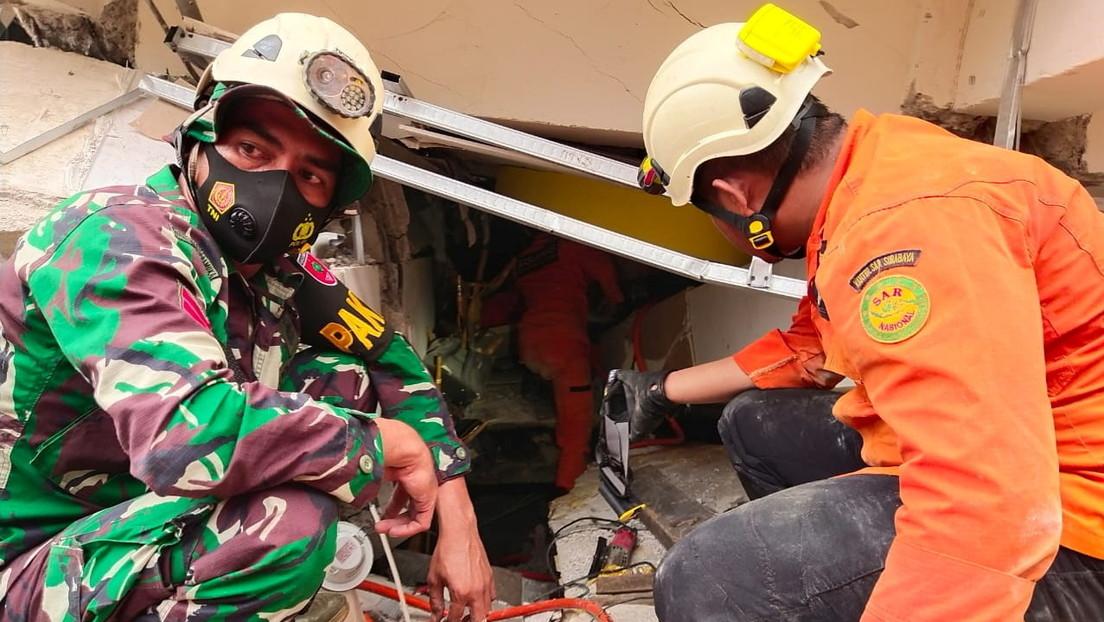 El número de muertos tras el terremoto en Indonesia aumenta a 26