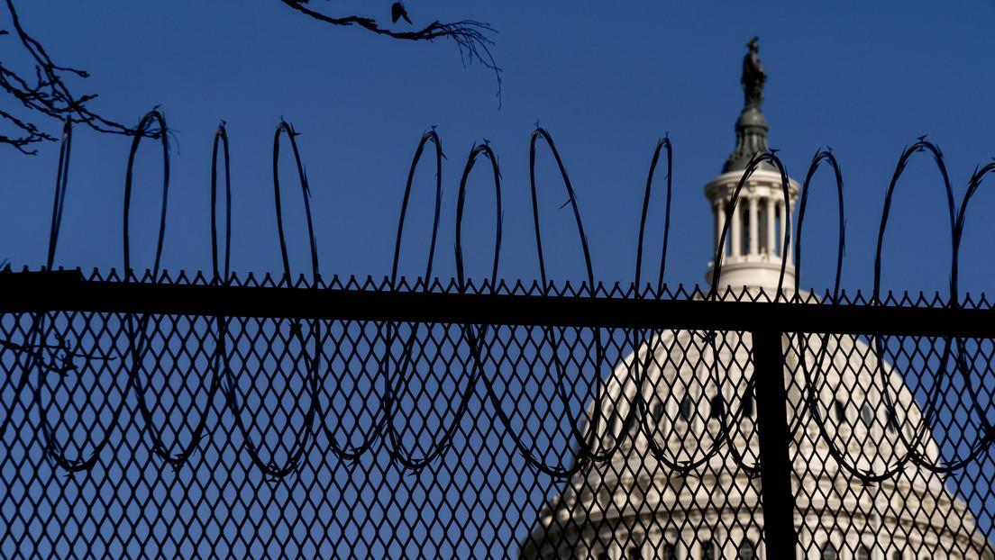 Alambre de púas alrededor del Capitolio, ventanas tapiadas y Guardia Nacional armada: Washington se prepara para la toma de posesión de Biden (VIDEO)