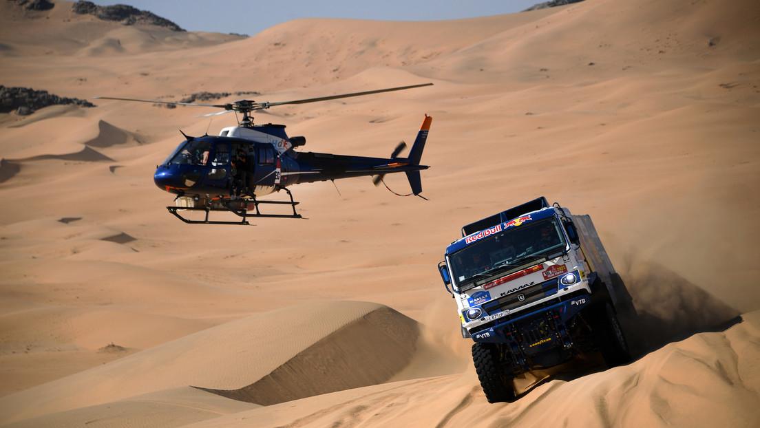 VIDEO: El extraño choque entre un camión y un helicóptero en plena etapa del Rally Dakar