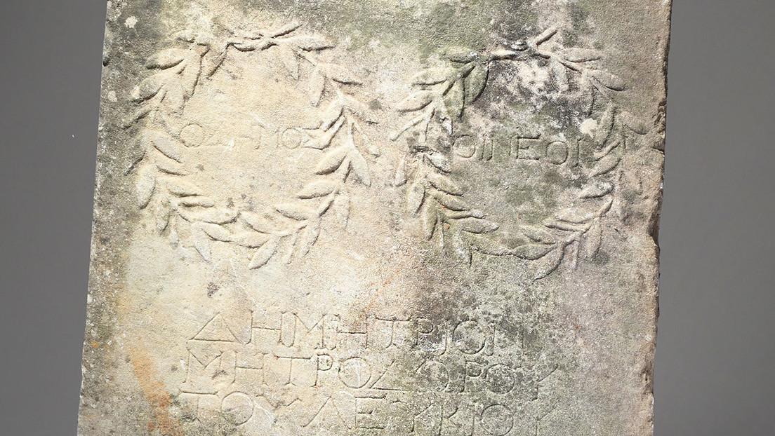 Descubre que una losa de mármol que usó como 'trampolín' durante 10 años es una rara reliquia romana valorada en más de 20.000 dólares