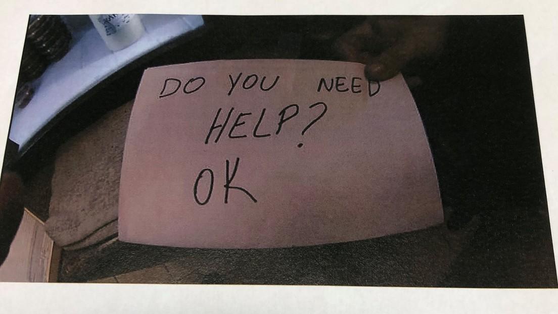 Con una nota entregada ocultamente, una camarera ayuda a salvar a un niño de sus padres abusivos en EE.UU.