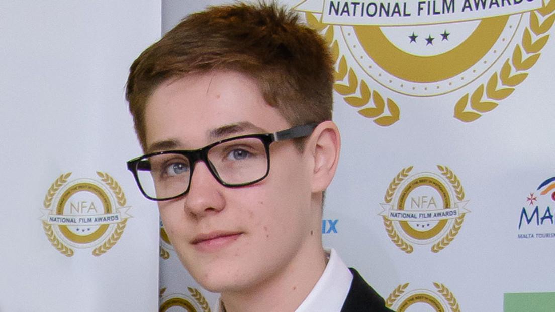 """Un actor de una popular serie británica muere a los 19 años debido a una condición """"muy rara"""""""