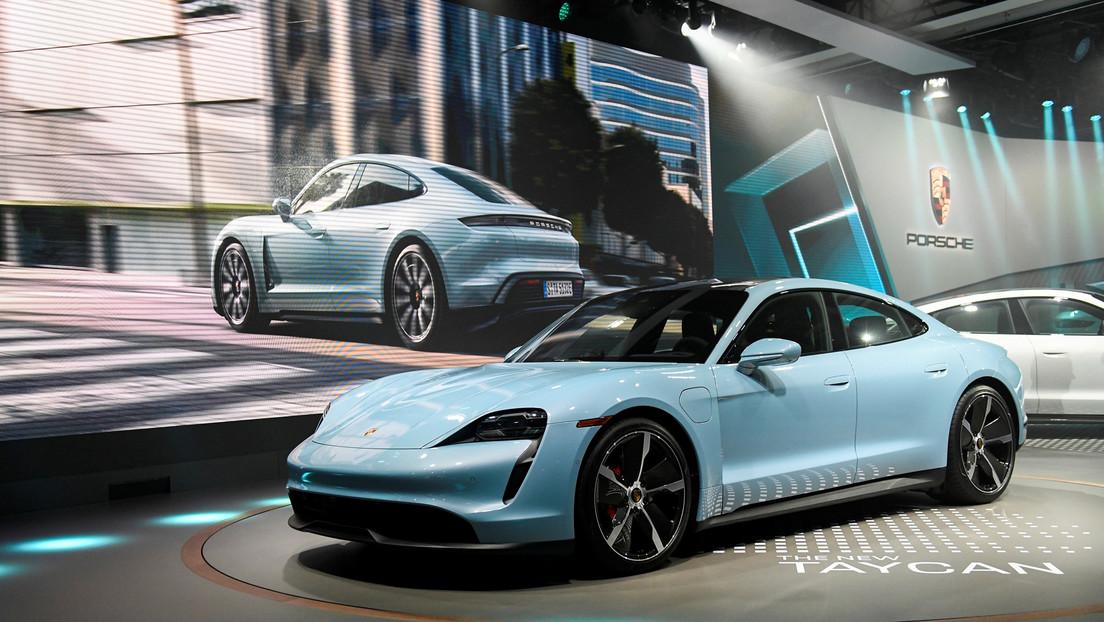 Porsche confía tanto en su Taycan que presta a los periodistas un Tesla para comparar ambos coches en Canadá