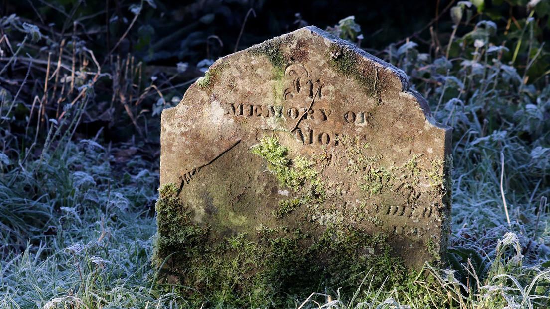 Ponen a la venta una casa con la tumba del expropietario en el jardín