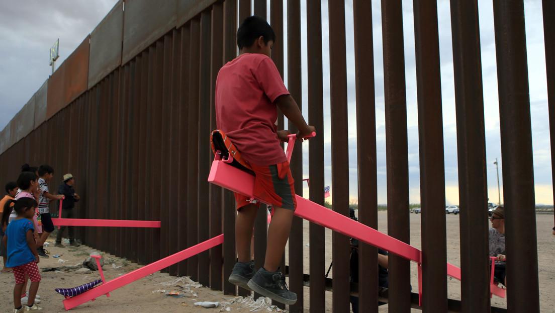 Los balancines rosados instalados en el muro entre EE.UU. y México fueron nombrados como Mejor Diseño del Año