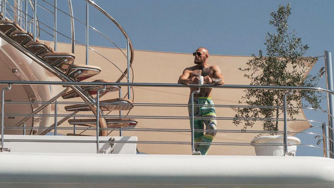 """""""No hay barcos más grandes"""": McGregor sorprende al posar en un superyate de lujo antes de su pelea con Dustin Poirier"""
