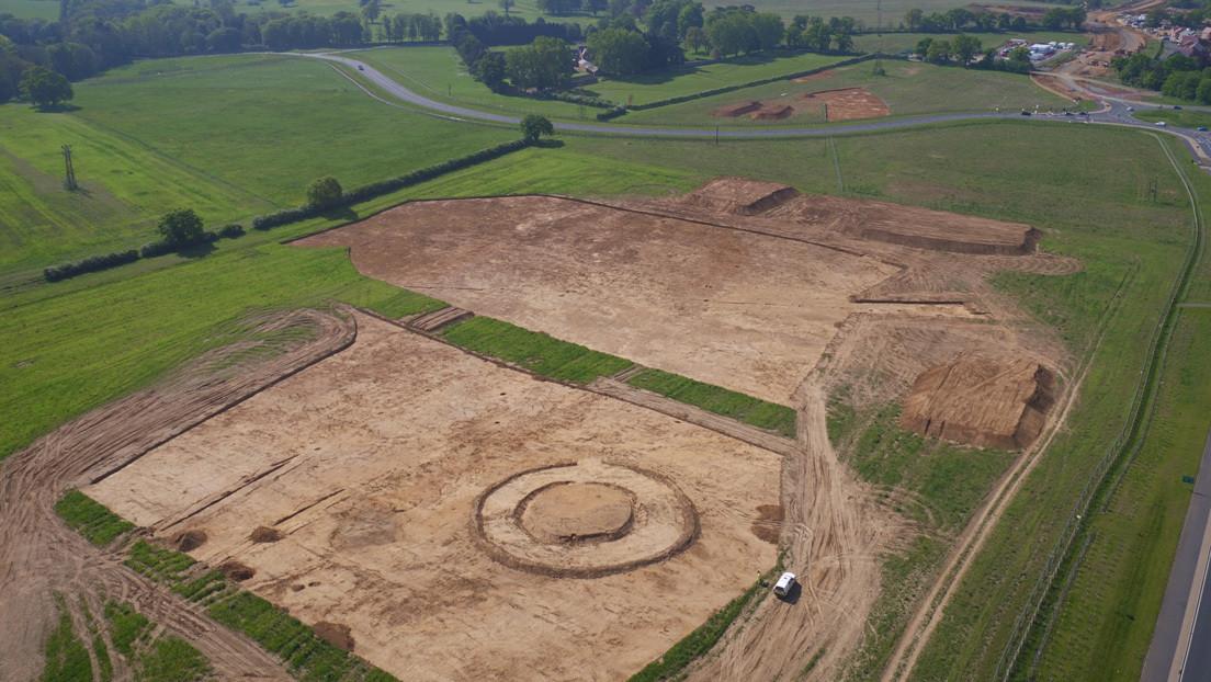 Desentierran un antiguo cementerio anglosajón con más de 150 tumbas y 3.000 objetos funerarios (FOTOS)