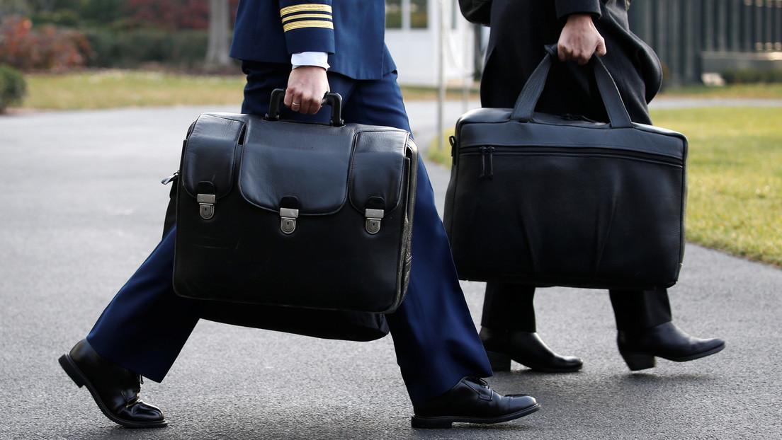 ¿Dos maletines nucleares a la vez?: Cómo le entregará Trump a Biden los códigos de lanzamiento si no acude a la investidura