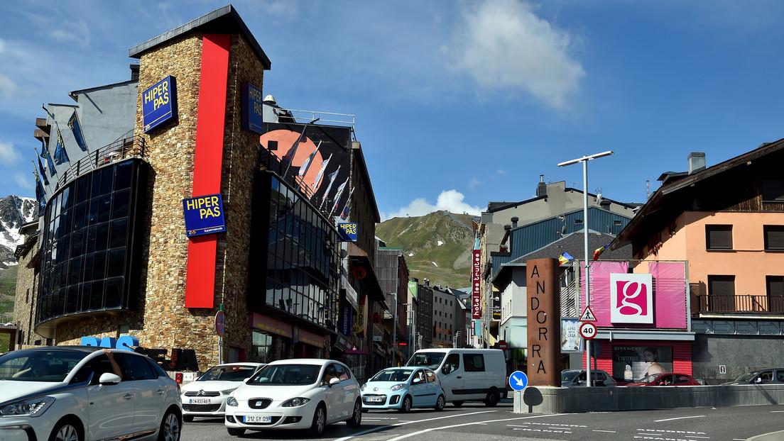 Guerra entre 'youtubers' españoles: la marcha de 'El Rubius' a Andorra aviva la polémica por la falta de cultura impositiva