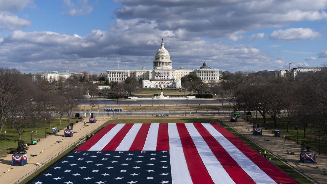 Plantan miles de banderas frente al Capitolio en reemplazo del público para la investidura de Biden