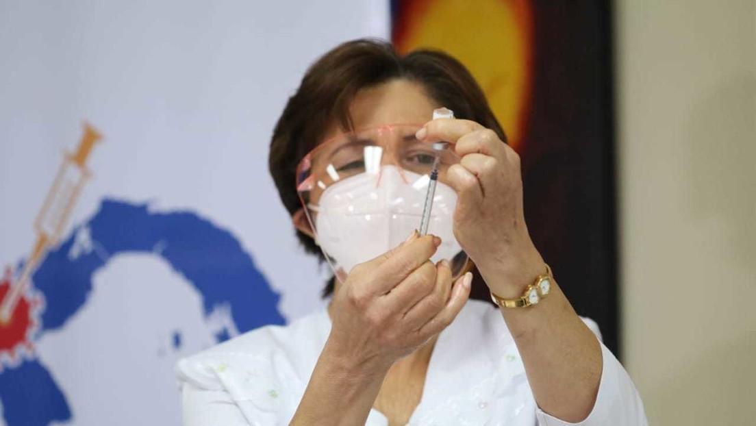 Panamá comienza su campaña de vacunación contra el coronavirus con la inmunización del personal sanitario