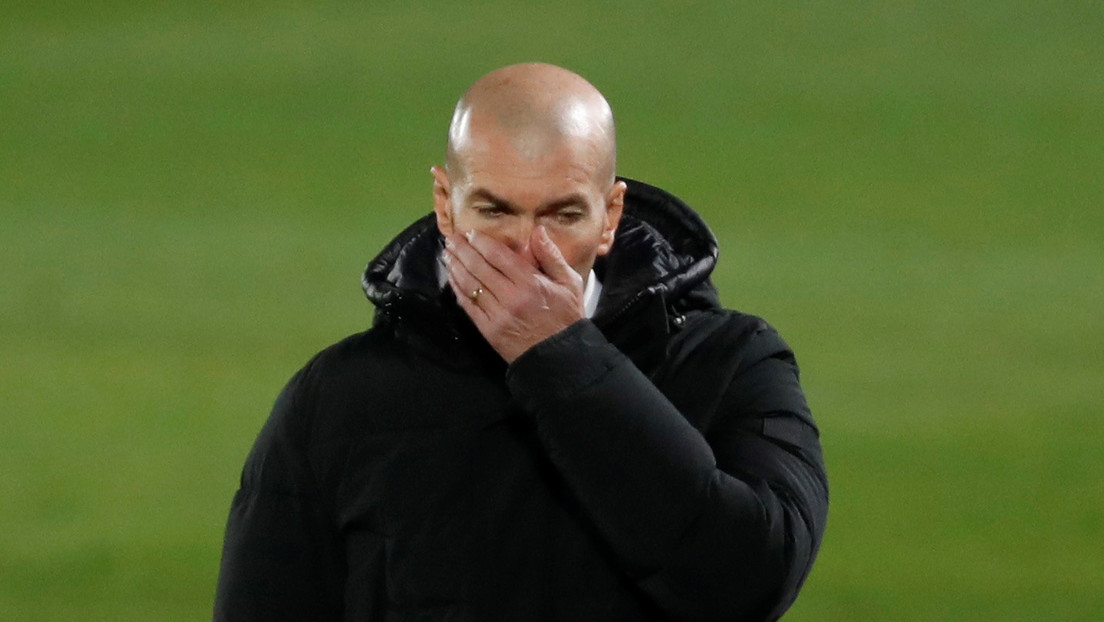 Zidane sonríe tras el gol del equipo de Segunda B que eliminó al Real Madrid y la Red no perdona