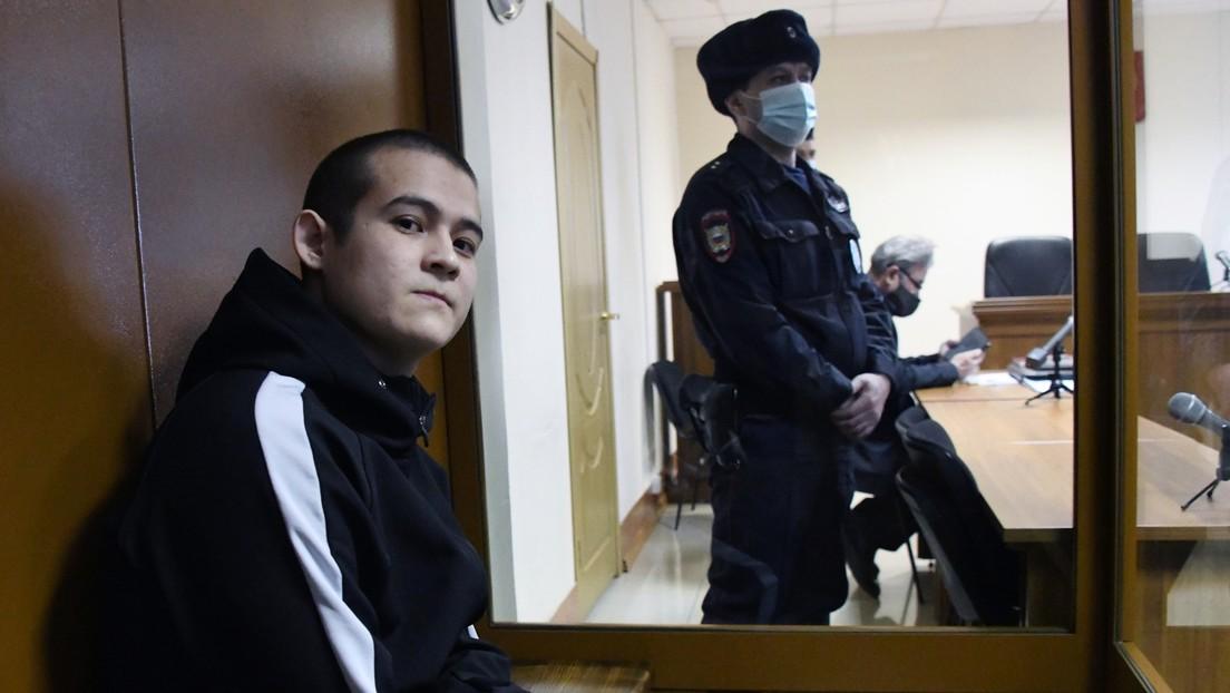 """""""No podía tolerar más acoso"""": Condenan a más de 24 años de prisión a un recluta ruso que mató a tiros a 8 compañeros"""