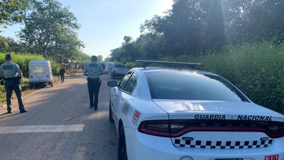 """""""Se escuchaban gritos de auxilio y golpes"""": Agentes mexicanos detienen un camión que transportaba a 128 migrantes en condiciones de hacinamiento"""