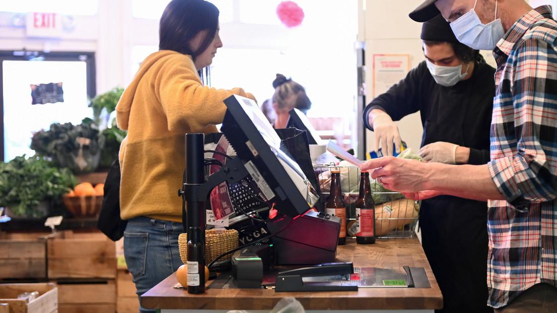 Empleado de un supermercado roba cerca de un millón de dólares en dos semanas