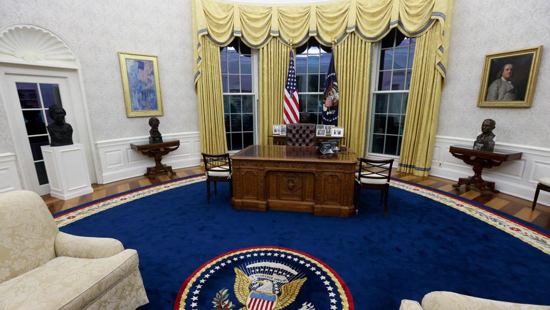Time muestra el primer día de Biden en una oficina presidencial saqueada por Trump