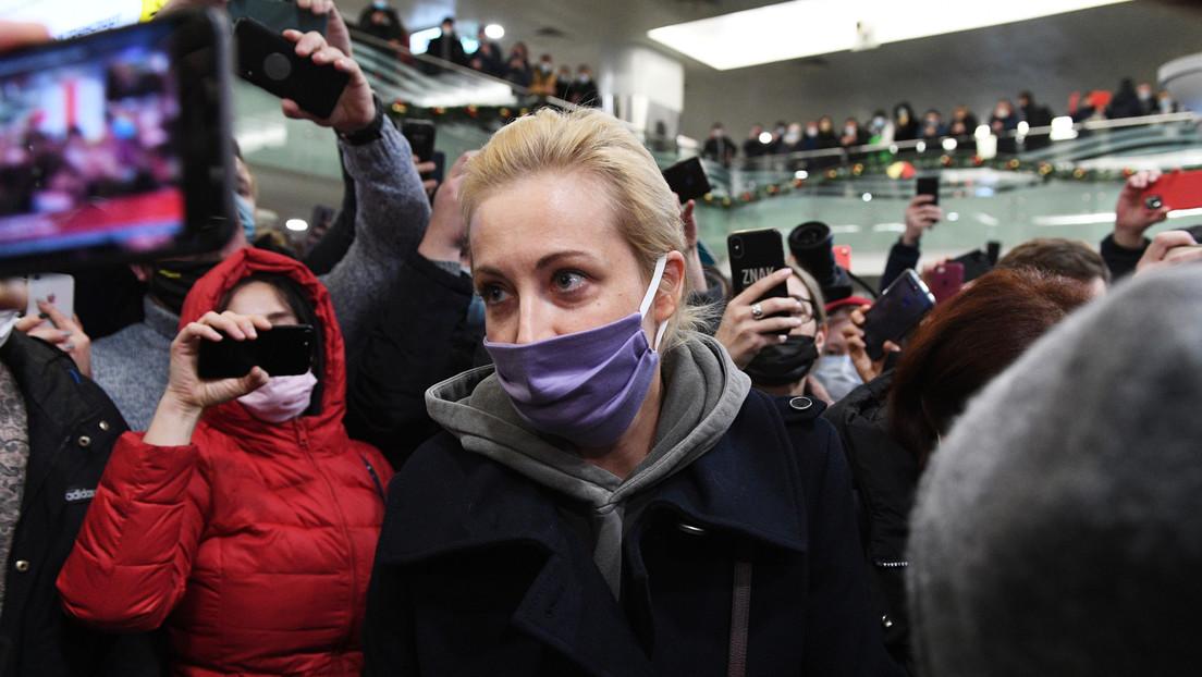 Arrestan brevemente y luego liberan a la esposa de Navalny durante la protesta en Moscú (VIDEO)